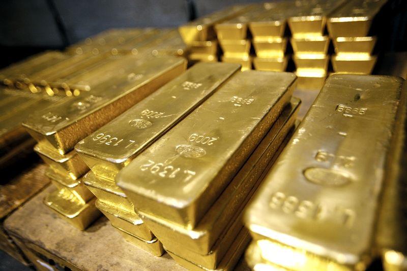 طلای جهانی در مرز ۱۲۷۰ دلار ماند