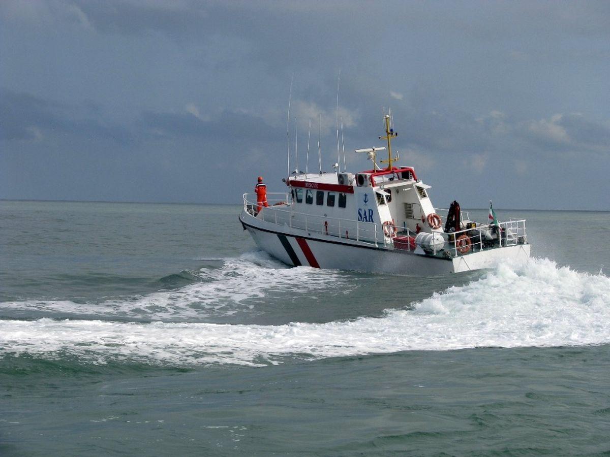 نجات 6 ماهیگیر محلی توسط تیم جستجو و نجات دریایی بندر نوشهر