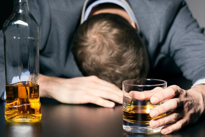 ۴۰ نفر درپی مصرف مشروبات الکلی مسموم شدند