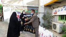 توزیع ۱۰۰ بسته سبد کالا به مناسبت یلدا در پارس آباد
