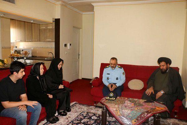 دیدار فرمانده نیروی هوایی ارتش با خانواده شهید منوچهر فتاحی
