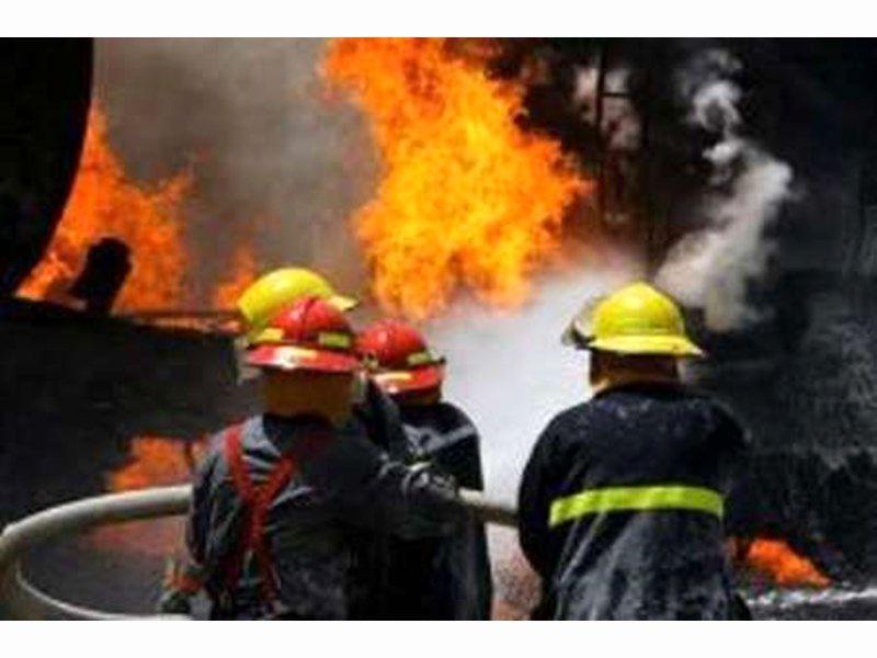 آتش سوزی  کارخانه تولید کفش در شهرک صنعتی جی در اصفهان