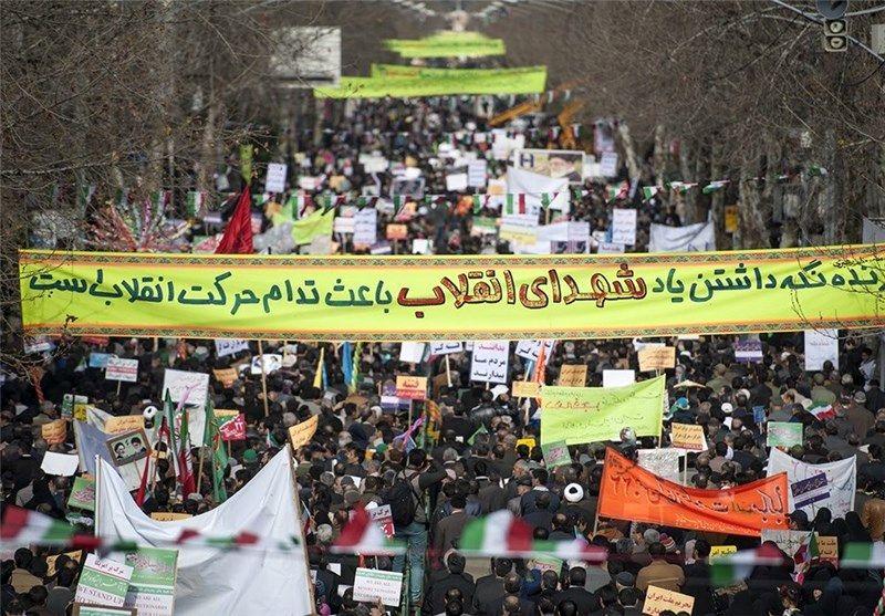 مراسم راهپیمایی 22 بهمن کرمانشاه با حضور مردم انقلابی در حال برگزاری است