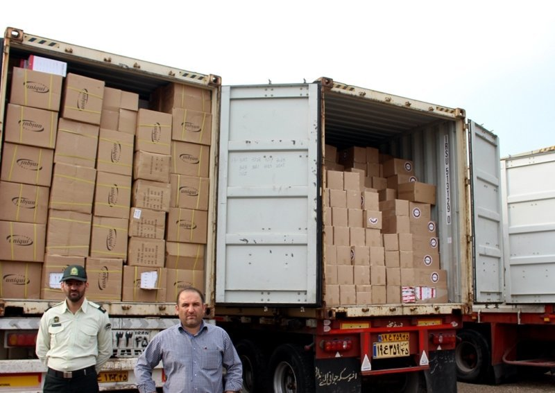 توقیف یک کامیون با 10 تن بار قاچاق در دلیجان/کشف سیگار قاچاق