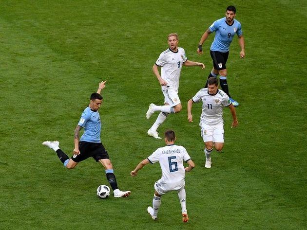 برتری اروگوئه مقابل روسیه در نیمه نخست
