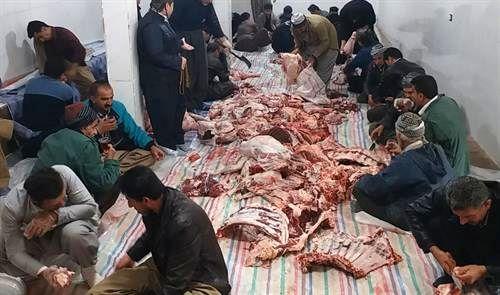 اهداء 1600 کیلو گوشت به نیازمندان توسط خیران روستای هزارخانی سروآباد