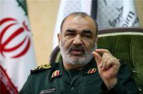 انقلاب اسلامی نظریه تسلط قدرتهای بزرگ را شکست/ دشمنان تنها به تحقیر ملت ایران میاندیشند