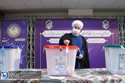 بازدید رییس جمهوری از ستاد انتخابات کشور