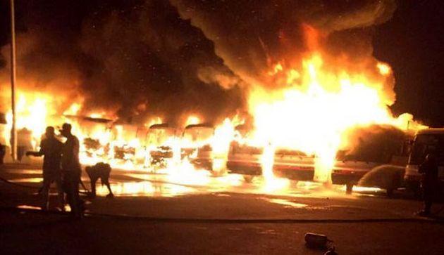 ترکیدگی لاستیک و برخورد با گارد ریل اتوبوس رابه آتش کشید