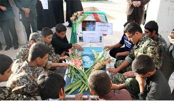 مزار شهید محمد علی مبارک در شهر پردیسان قم غبارروبی و عطر افشانی شد