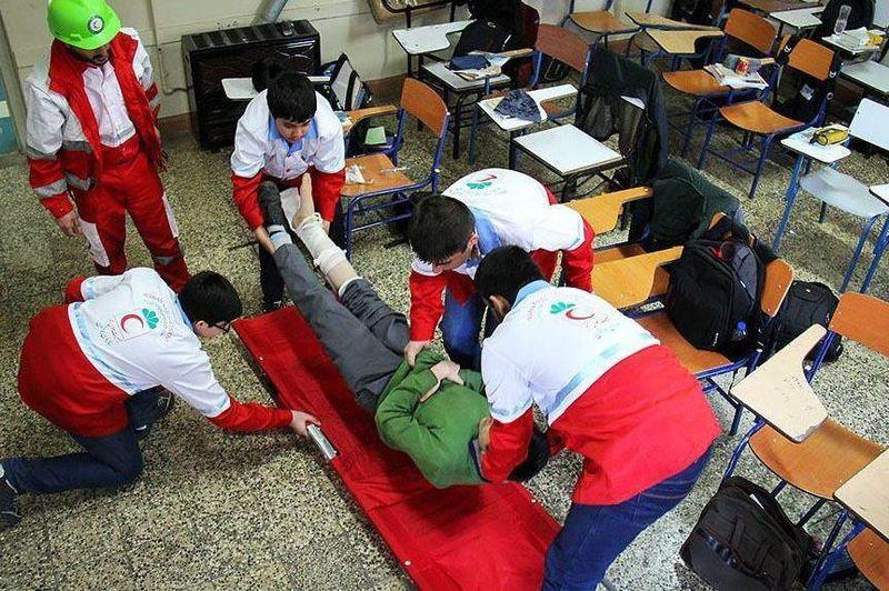 مانور زلزله در مدارس استان اصفهان برگزار شد