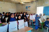توزیع بسته های لوازم التحریر اهدایی گروه مالی سامان به مناطق محروم چابهار