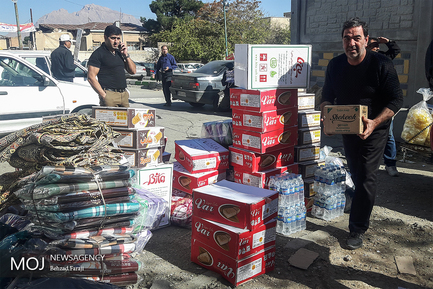 جمع آوری کمک های مردمی برای زلزله زدگان در شهر کرمانشاه