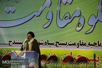 یکی از افتخارات امام راحل و مقام معظم رهبری این است که بسیجی هستند
