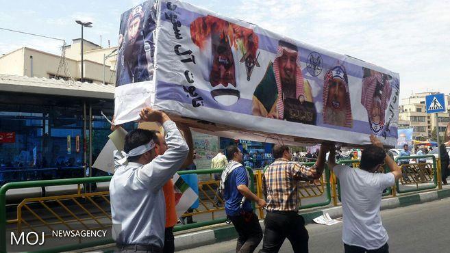 حمل تابوت تکفیری ها و آل سعود در راهپیمایی