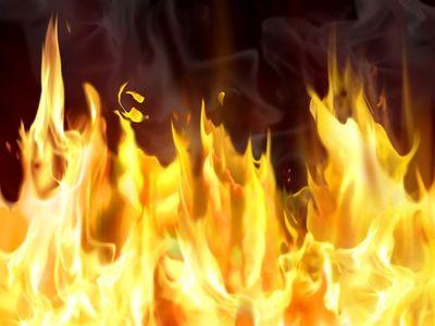 آتش سوزی یک مجتمع مسکونی پنج طبقه/ 40 نفر از ساکنان از راه پشت بام خارج شدند