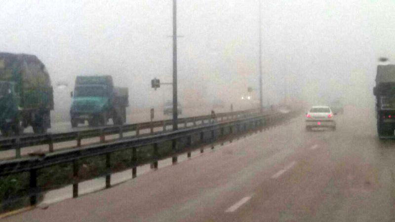 مه گرفتگی در برخی جاده های خراسان رضوی