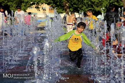 آب تنی کودکان در روزهای گرم تابستان