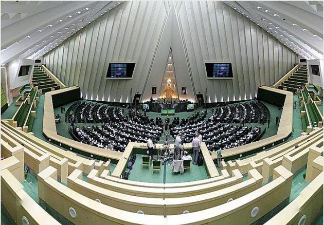 مجلس باید در قالب قوانین به دولت در کمک به زلزلهزدگان اقدام کند