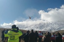 انتقال بقایای پیکرهای جان باختگان هواپیمای تهران-یاسوج به پزشکی قانونی یاسوج