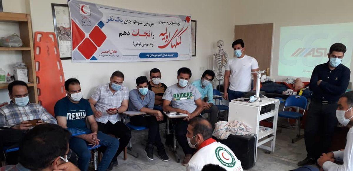 دوره آموزشی کمک های اولیه هلال احمر یزد ویژه کارخانجات و موسسات