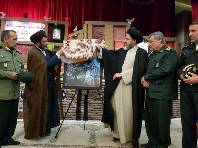 پرتره نقاشی اولین شهید مدافع حرم در یاسوج رونمایی شد
