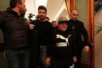 مارادونا همسفر بازیکنان ناپولی به مادرید شد/ پذیرایی خاص دلورنتیس از اسطوره باشگاه