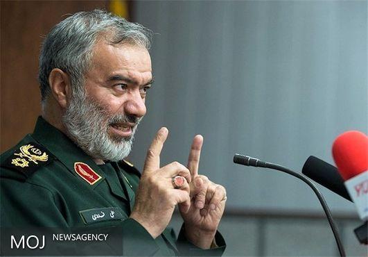 استکبار جهانی با تمام توان مقابل ایران ایستاده است