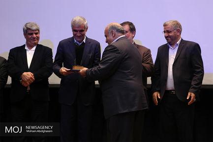 اهدا ماشین آلات توسط شهرداری تهران به مناطق زلزله زده کرمانشاه