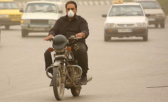 تداوم آلودگی هوا در شهرهای صنعتی و پرجمعیت/ خیزش گرد و خاک در شرق کشور