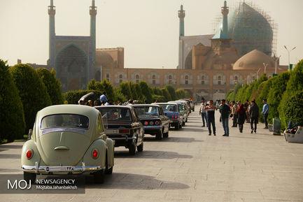اولین رالی خودروهای کلاسیک در اصفهان