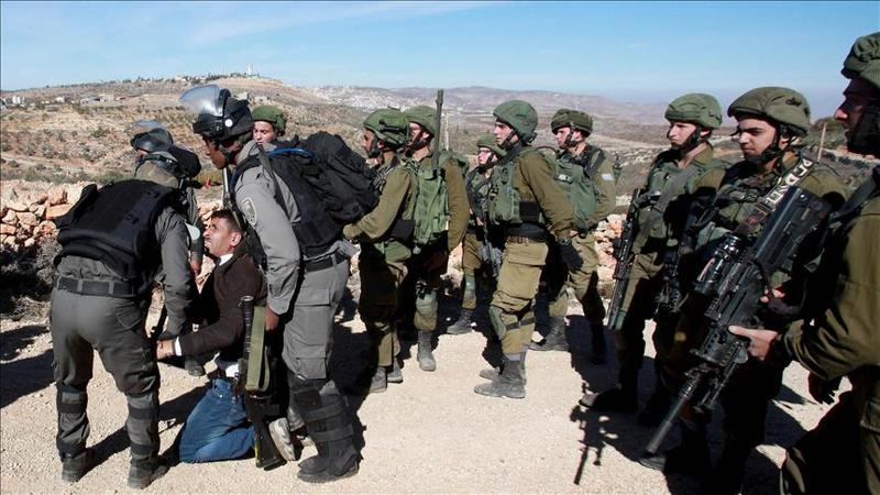 10 Palestinians arrested by Israeli forces in West Bank
