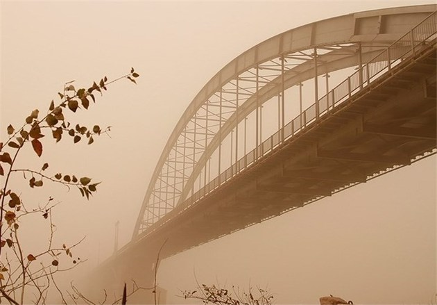 گرد و غبار همچنان  مهمان شهرهای خوزستان است