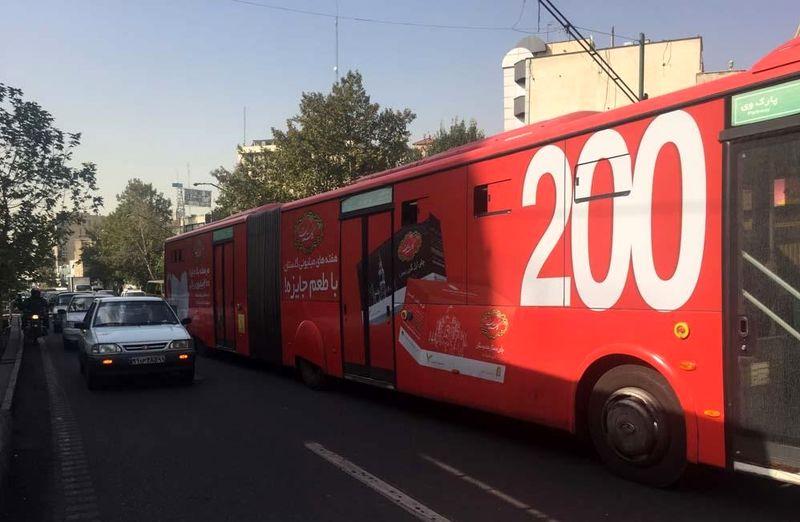 برچسب های تبلیغاتی اتوبوسها را به زندان متحرک تبدیل کرده است