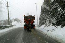 بارش برف در محور چالوس/ ترافیک پرحجم در محور هراز
