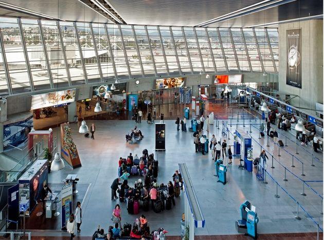 کشف یک چمدان مشکوک نظم فرودگاه نیس را برهم زد