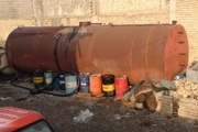 کشف 100هزار لیتر روغن موتور تقلبی از یک انبار متروکه در خمینی شهر