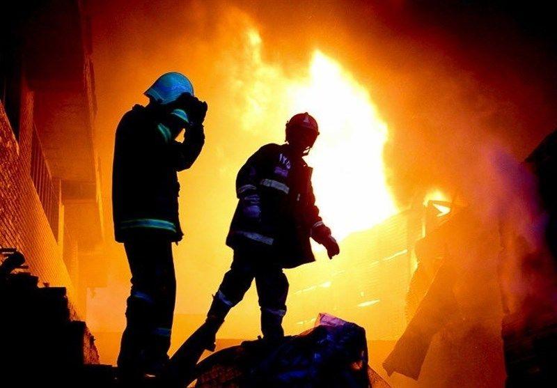 آتشسوزی گسترده در کارگاه تولید قطعات پلاستیکی