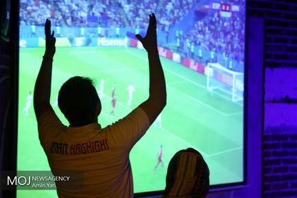 تماشای+فوتبال+ایران+و+اسپانیا+در+یکی+از+کافه+های+تهران
