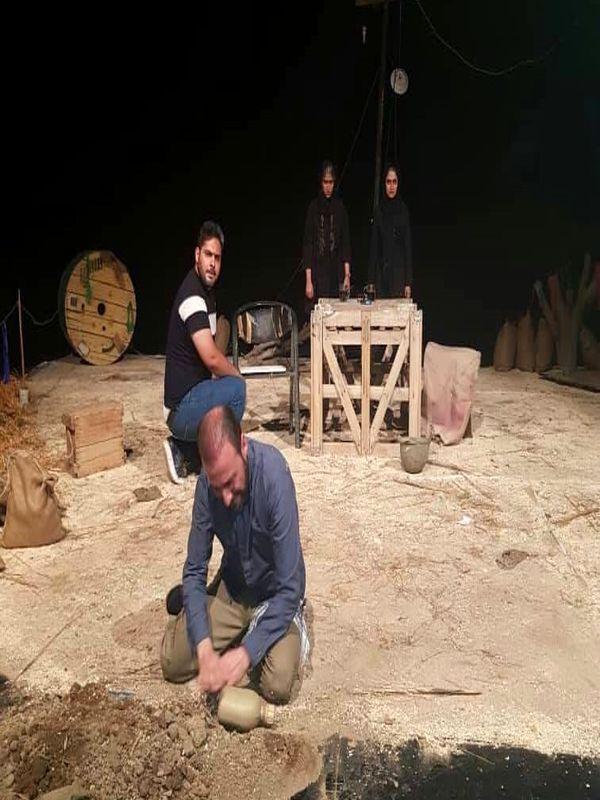 دو مرد با دهانی پر از کلاغ در پردیس تئاتر تهران