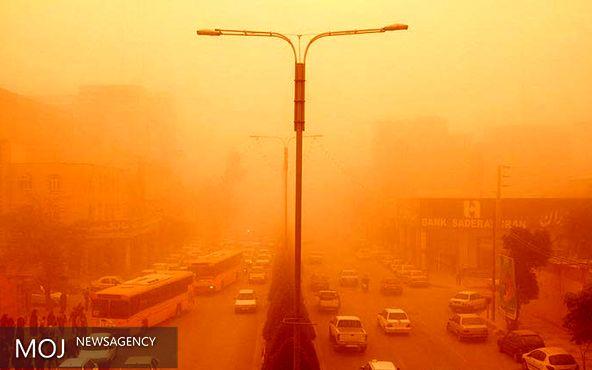 گرد و غبار شدید شرق استان کرمان را فرا گرفت