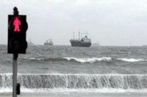 تلاطم شدید دریا، اسکلههای گردشگری قشم را تعطیل کرد