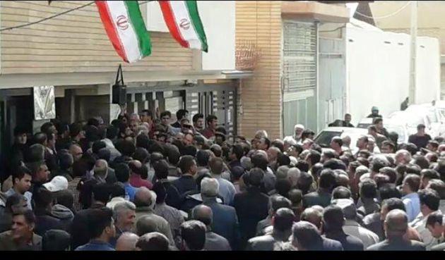 تجمع کشاورزان شرق اصفهان مقابل دفتر نمایندگان مجلس شورای اسلامی