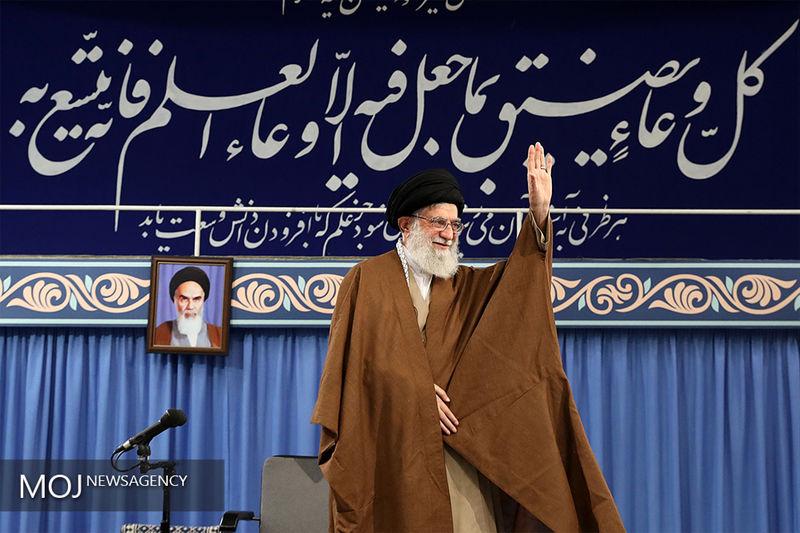 هزاران نفر از دانشجویان با رهبر معظم انقلاب دیدار می کنند
