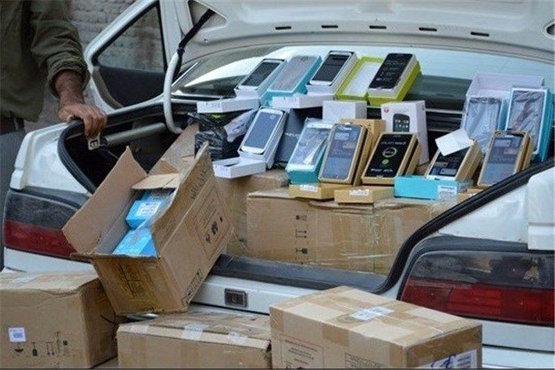 50 گوشی فاقد مجوز گمرکی کشف و تحویل تعزیرات شد
