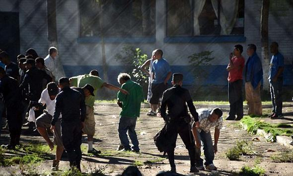 شورش در زندان گواتمالا / ۱۳ تن کشته شدند