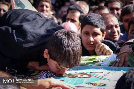 مراسم+تشییع+شهدا+در+گلستان+شهدای+اصفهان (1)