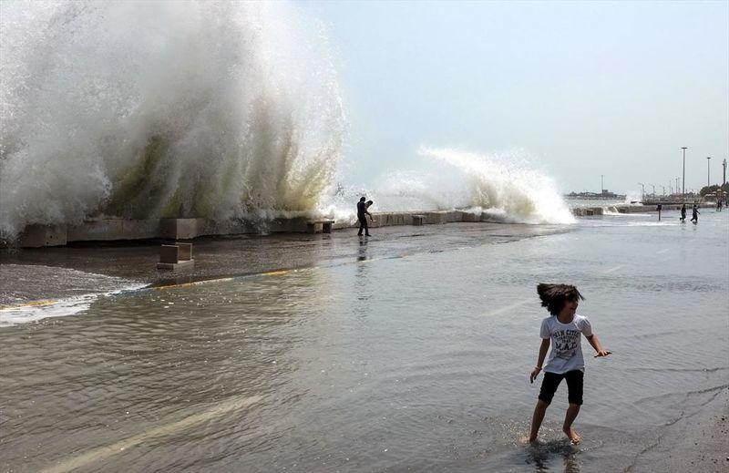 گرد و خاک تا سهشنبه ادامه دارد/ از تردد دریایی خودداری شود