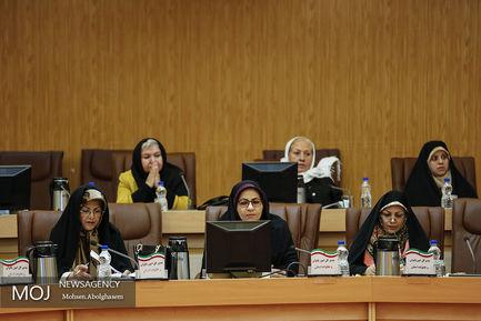 نشست هم اندیشی زنان فعال در عرصه های اقتصادی