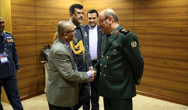 ایران و سریلانکا برای گسترش همکاریهای دفاعی توافق کردند